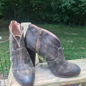 Frye Leather Harlow Campus Bootie, size 9.5